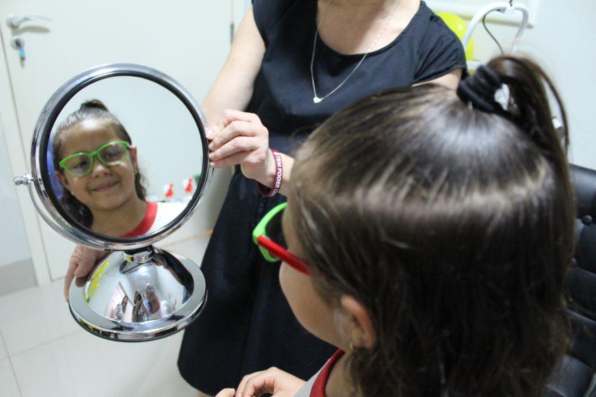 Crianças de Paranavaí ganham óculos de graça através do Paraná Cidadão