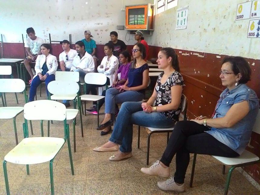 Secretária visita tribo de índios que estão em Paranavaí