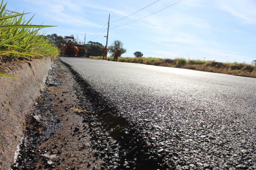 Moradores comemoram recuperação do asfalto no Jardim Oásis