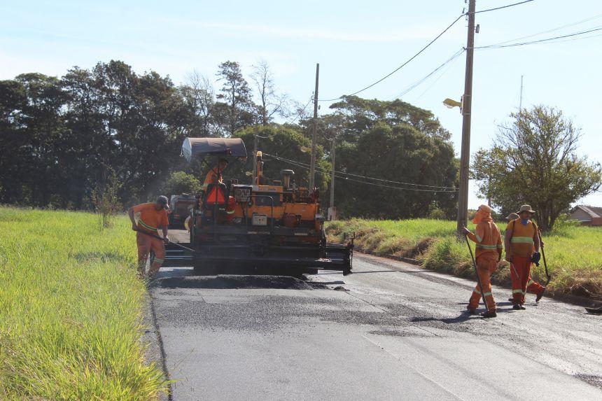 Município recupera asfalto da Rua José Utrila Garcia