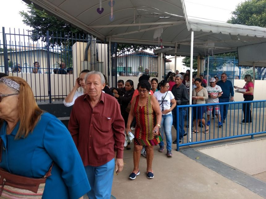 Mais de 500 avós participam de homenagem na Escola Hermeto Botelho