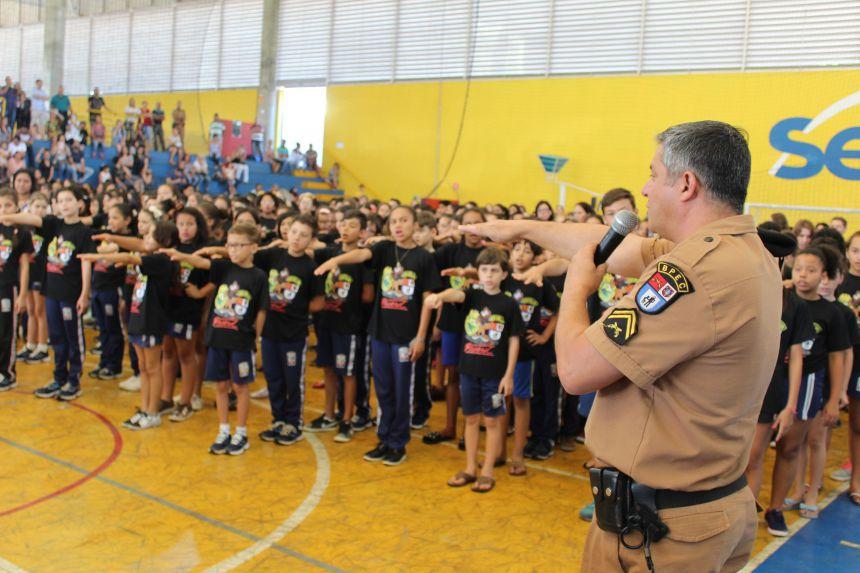 Mais de 900 crianças participam de formatura do Proerd