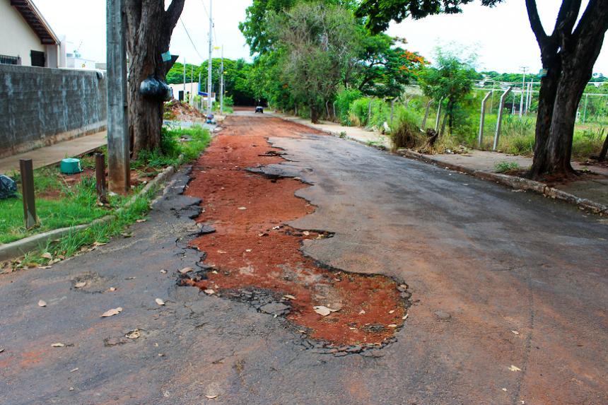 Prefeitura vai recuperar asfalto da Rua Altino da Silva Azeredo