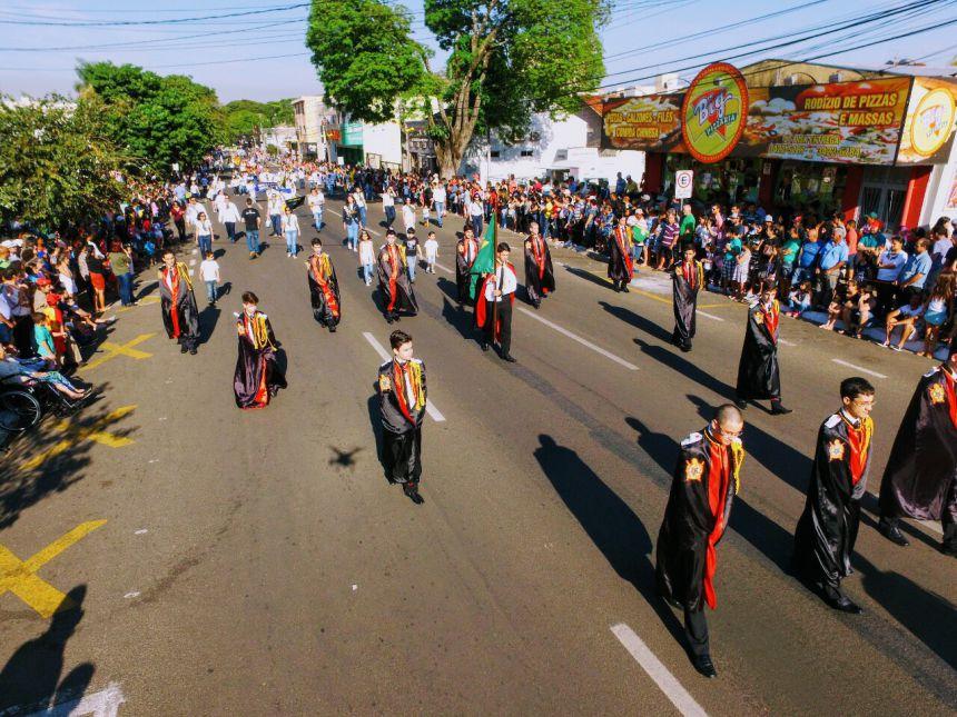 Centenas de famílias acompanharam Desfile Cívico de 7 de setembro em Paranavaí