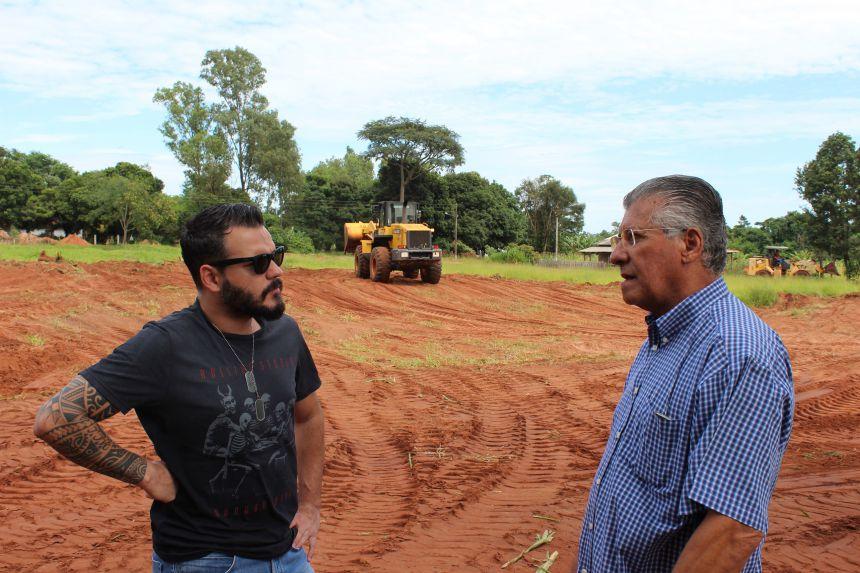 Secretaria trabalha com a readequação da estrada da Vila Rural Nova Vida