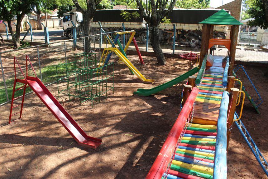 Município investiu R$ 300 mil para implantação de playgrounds nas escolas e CMEIs