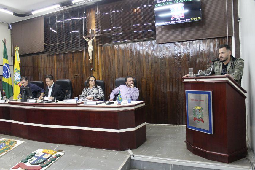 Prefeito KIQ visita Câmara e esclarece dúvidas de vereadores