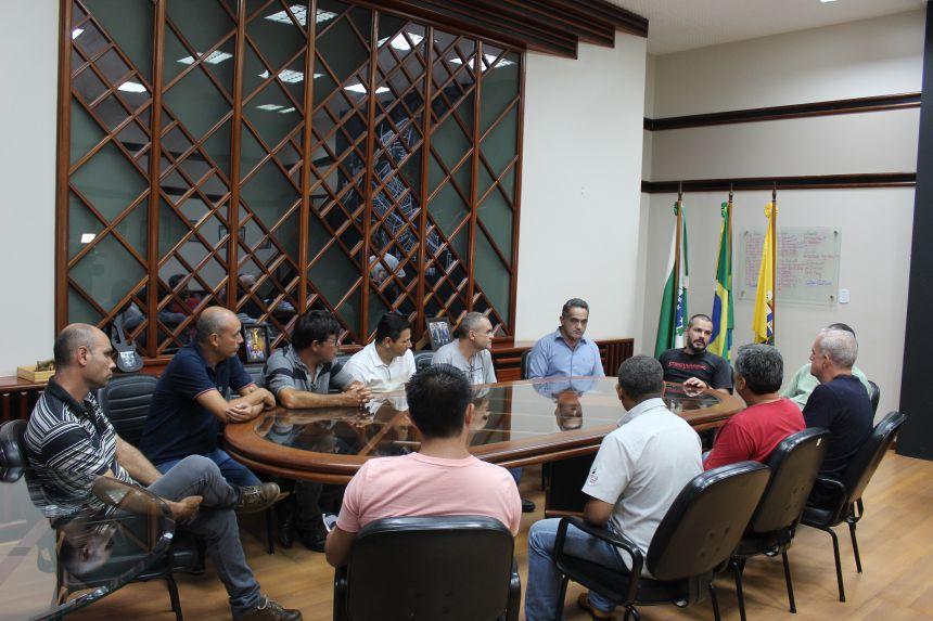 Prefeito KIQ e empresários conversam sobre obras na Avenida Heitor Furtado