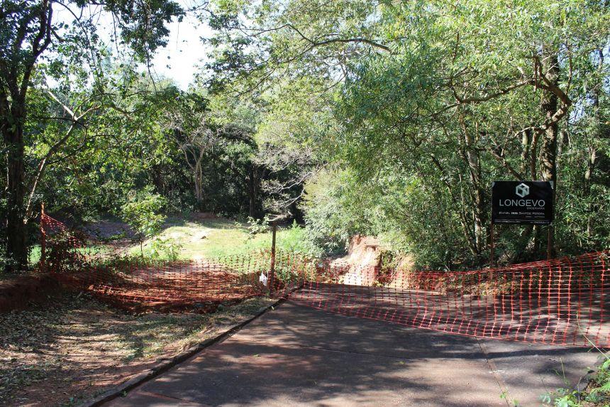 Obras no interior do bosque vão recuperar pista de caminhada e lago