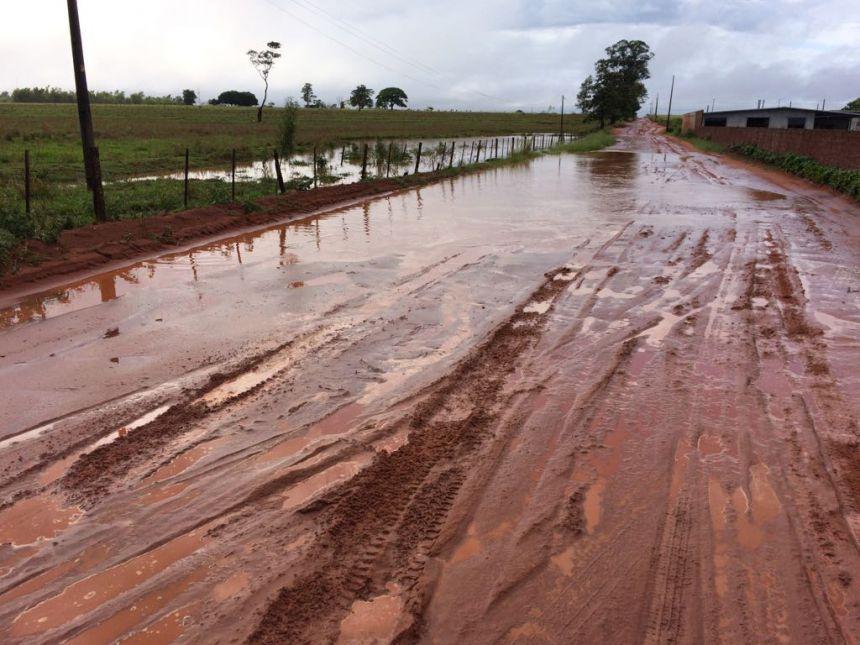 Chuvas prejudicam serviços de recuperação das estradas rurais