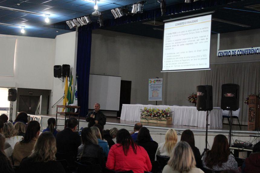 Paranavaí recebe palestra de capacitação para 72 municípios