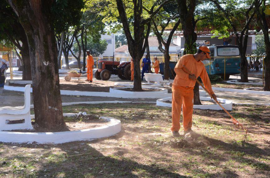 Contrato é assinado e serviços de limpeza serão retomados nesta quarta-feira em Paranavaí