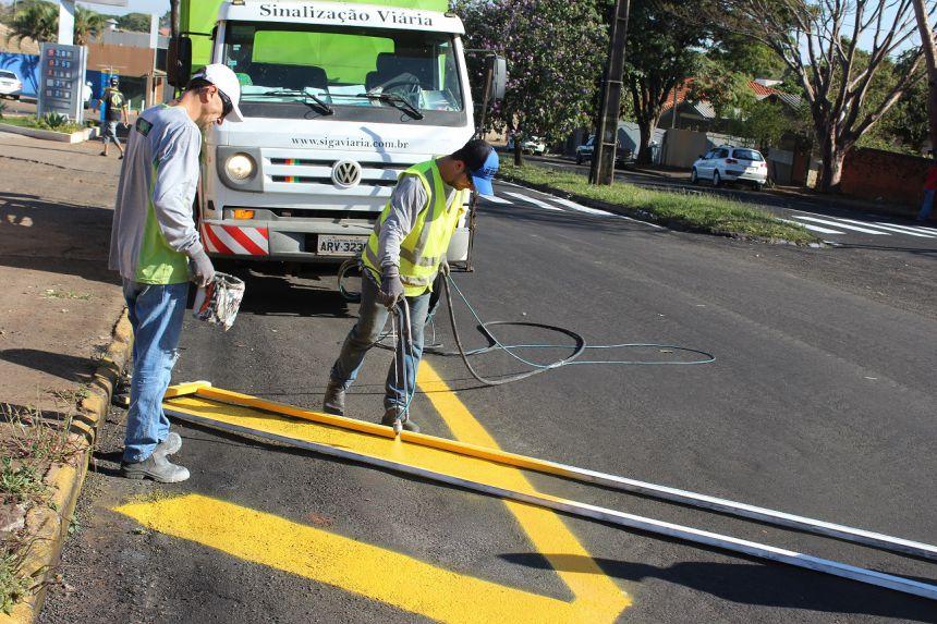 Prefeitura vai pintar 20 mil metros quadrados de faixas nas ruas de Paranavaí