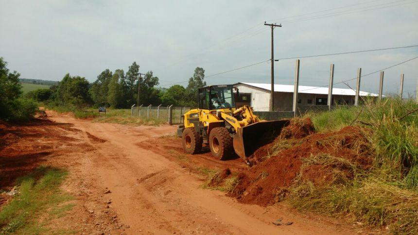 Infraestrutura trabalha na Rua José Souza Leite