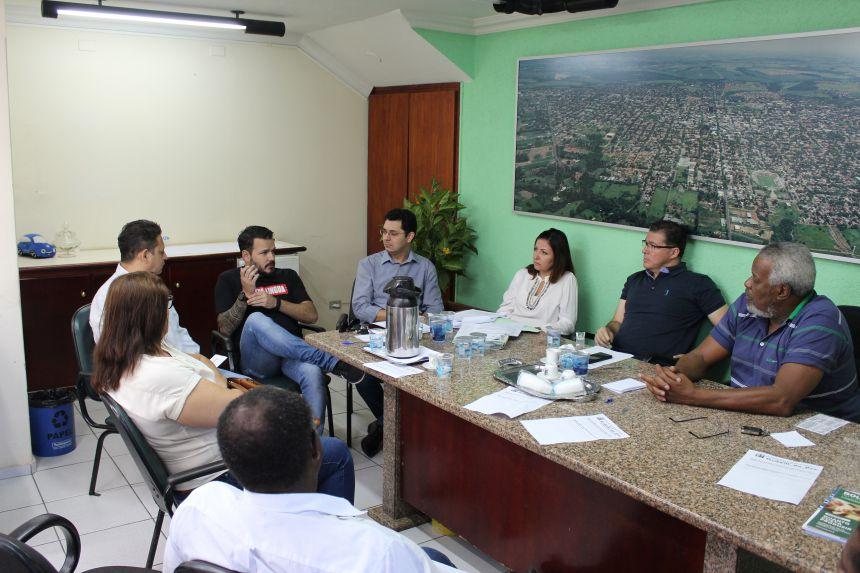 Prefeito KIQ participa de reunião na Câmara sobre o Código de Posturas