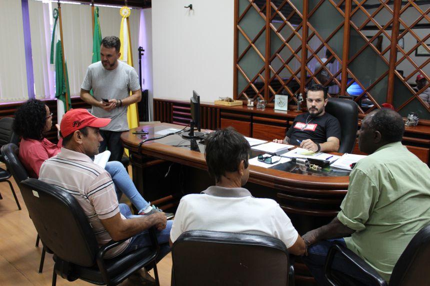 Prefeito recebe moradores do Sumaré e garante obras na Estrada da Olaria