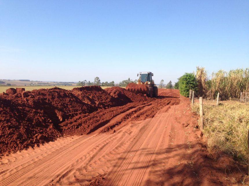 Município trabalha com a recuperação de duas estradas rurais