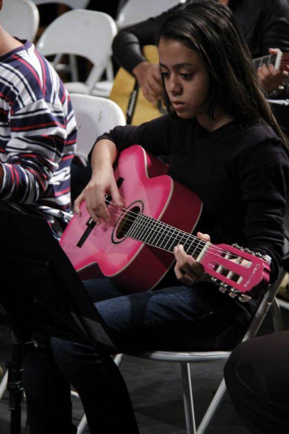 Núcleo de Cultura do São Jorge oferece aulas gratuitas de capoeira, violão e percussão
