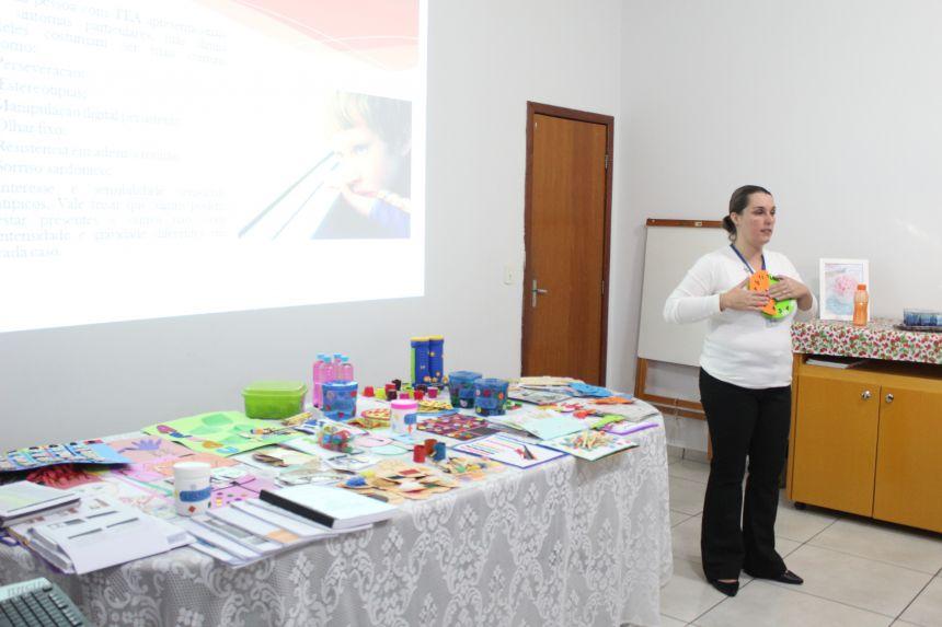 Quase 200 profissionais da Educação municipal já passaram por treinamento sobre autismo