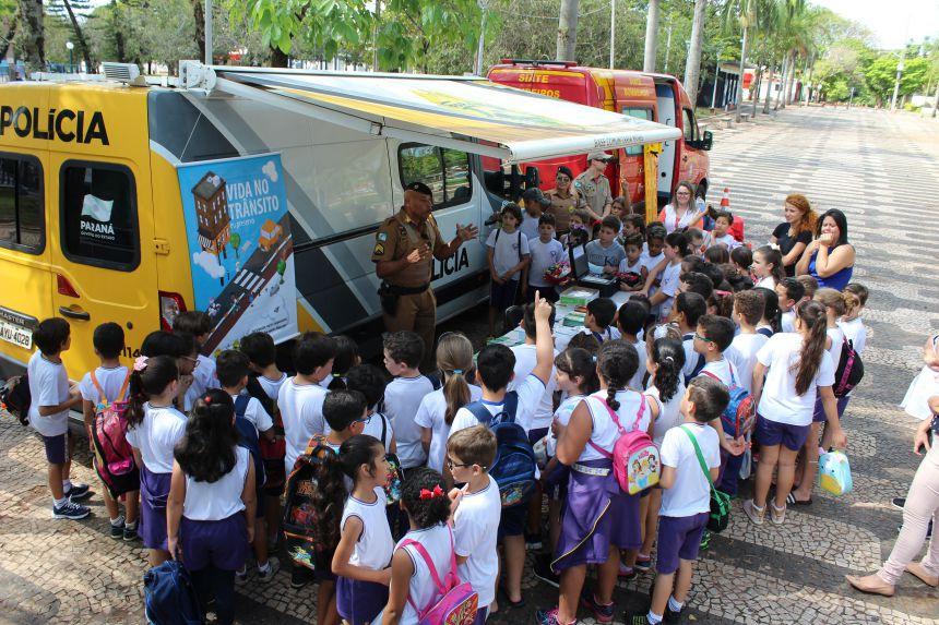 Semana Nacional do Trânsito começou com feira de serviços em Paranavaí