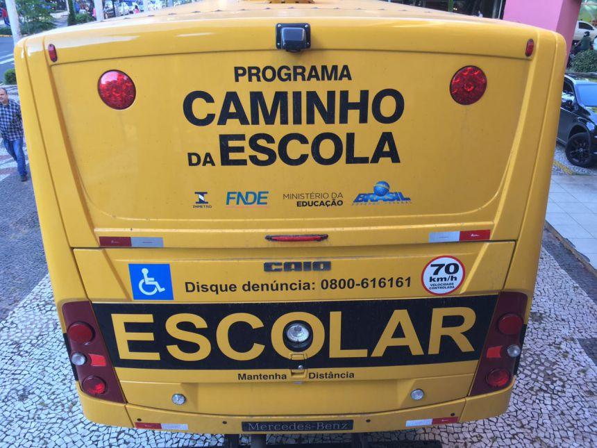 Novo ônibus da Secretaria de Educação será utilizado para transporte de alunos da APAE