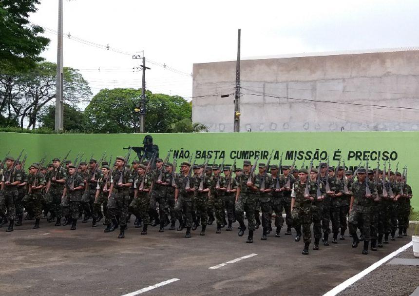 Comitiva de Militares de Curitiba visitam TG e gabinete do prefeito