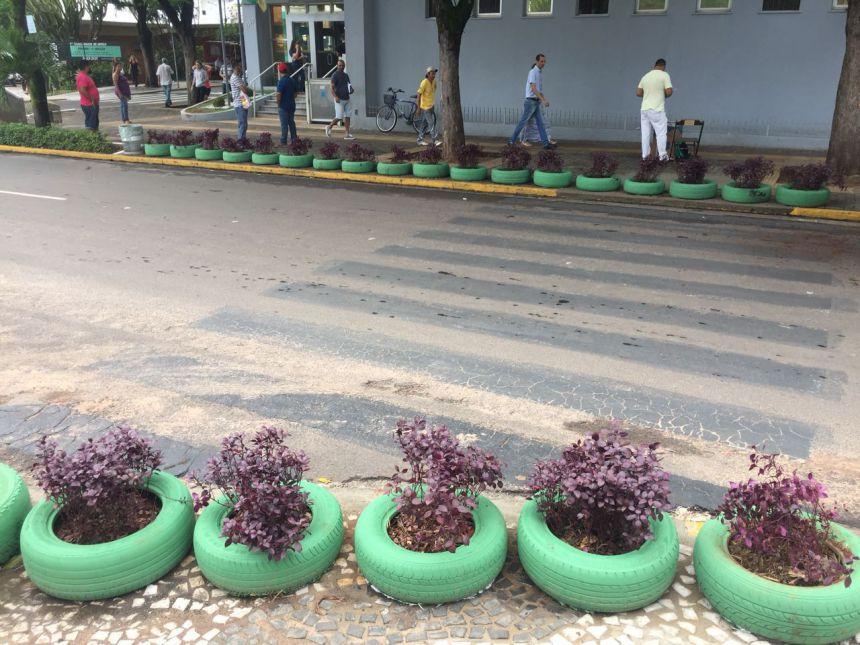 Prefeitura coloca vasos ecológicos na Rua Getúlio Vargas