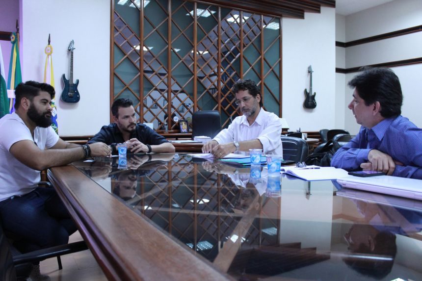 Prefeito recebe técnicos para discutir projeto do Parque Tecnológico de Paranavaí