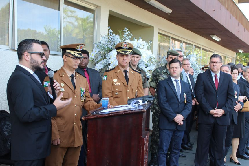 Prefeito KIQ recebe medalha de Honra ao Mérito do 8º Batalhão da Polícia Militar