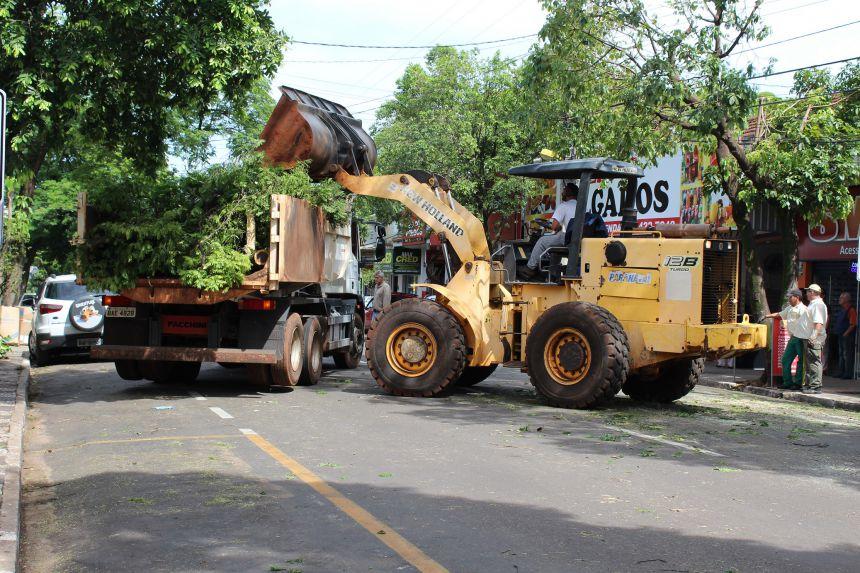 Prefeito KIQ acompanha trabalho de limpeza das equipes da Prefeitura