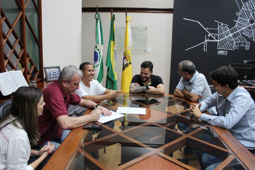 Prefeito KIQ assina ordem de serviço para obras do Complexo Esportivo do Jardim Morumbi