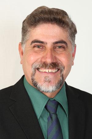 <p>Paulo Barbado nasceu no quilometro seis da estrada de Santa Fé no dia cinco de julho de 1969, filho de João Barbado e Catarina Martins Barbado.<br /> <br /> Durante a juventude participou da Ordem Escoteiros do Brasil, em Maringá. Antes de tornar-se servidor público, trabalhou como avicultor e como autônomo (diarista). Formou-se Técnico em Contabilidade pelo Colégio Estadual Pedro Viriato Parigot de Souza em 1994.<br /> <br /> Aos 31 anos, passou no concurso da Prefeitura de Marialva e começou a trabalhar no departamento de águas no cargo de serviços gerais. Mais tarde assumiu o cargo de operador de bombas recalque, utilizadas em postos de captação de água.<br /> <br /> A convite, filiou-se ao Partido Verde em 2007 e se identificou com a ideologia do grupo, que trabalha em defesa da vida, da natureza e dos direitos dos seres humanos. Foi candidato a vereador nas eleições de 2008 e de 2012, conquistando a presidência do PV em 2015. No ano seguinte, casou-se com Tanize Blasques.<br /> <br /> Atualmente, é presidente do Conselho Fiscal da Associação dos Deficientes Visuais do Norte do Paraná (Adevinorpa) e membro do Conselho Fiscal da Associação dos Funcionários Públicos Municipais de Marialva (Afupuma).</p>  <p><strong>Telefone para contato: (44) 99185-6537<br /> Ramal do Gabinete: 27</strong></p>